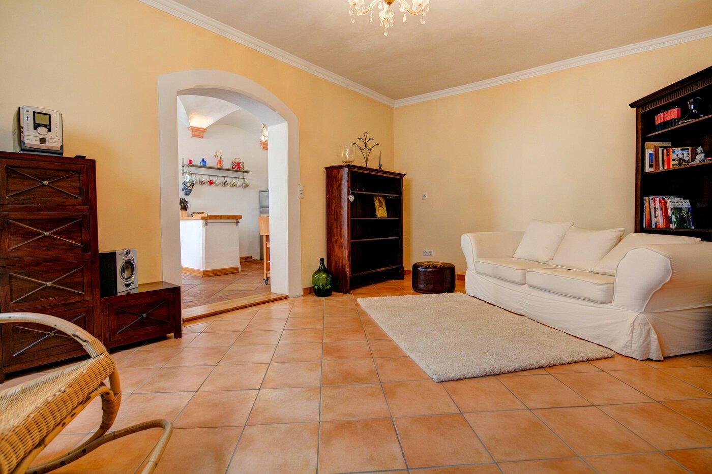 2 camere appartamento seminterrato ammobiliato for Appartamento di efficienza seminterrato